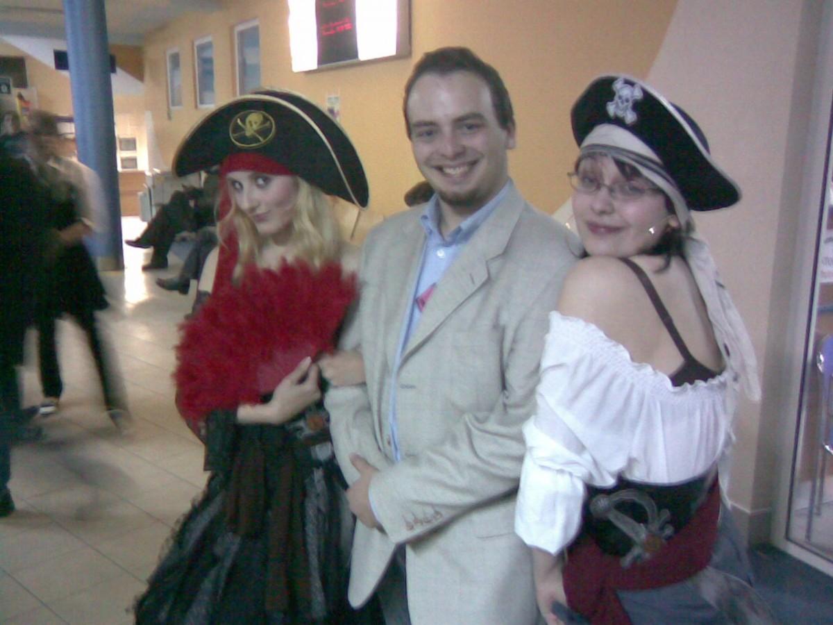 Falkon 2007 - Miagi porywany przezdwie piratki.