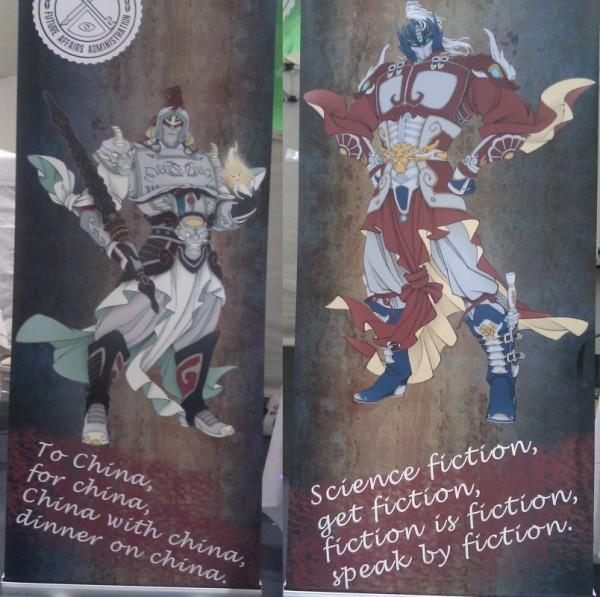 Megatron iOptimus Prime wstrojach chińskich duchów strażniczych zachęcający dogłosowania naWorldcon wPekinie.